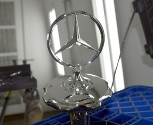 chrome-mercedes-logo-min